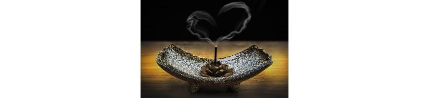 Encens indiens, encens japonais, encens tibétains, encens en grain, encensoirs, papier d'Arménie, sauge, Palo santo...